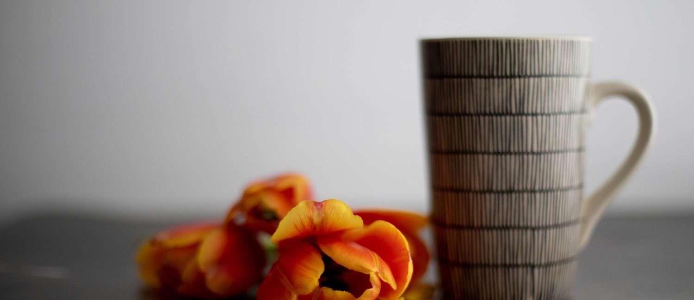 grey mug with tulips